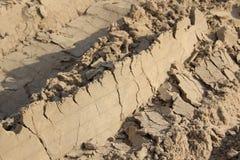 Orme nell'automobile della sabbia fotografia stock libera da diritti