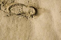 Orme nella parte superiore della sabbia del deserto Fotografie Stock