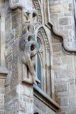 Ormen på fasaden av den katolska domkyrkan av den heliga familjen i Barcelona, Spanien arkivfoton