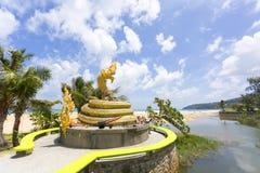 Ormstatygränsmärke av den Karon stranden, Phuket Thailand Arkivbild