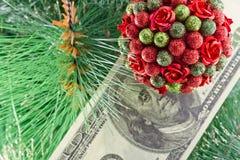 Ornament choinki pieniądze i piłki Zdjęcia Royalty Free
