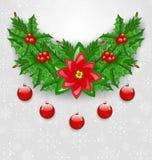 Ornamentação do Natal com bolas, baga do azevinho, pinho e poinsétia Imagem de Stock Royalty Free