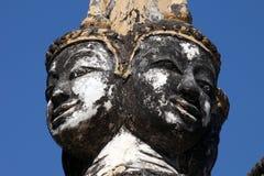Ornamentacyjna głowa z 4 twarzami nad wejście łukiem obraz royalty free