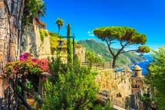 Ornamentacyjny zawieszony ogród, Rufolo ogród, Ravello, Amalfi wybrzeże, Włochy, Europa Fotografia Royalty Free