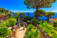 Ornamentacyjny zawieszony ogród, Rufolo ogród, Ravello, Amalfi wybrzeże, Włochy, Europa Obrazy Royalty Free