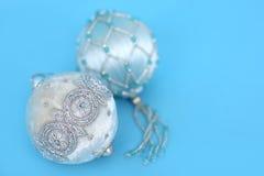 Ornamenten op blauw royalty-vrije stock afbeelding