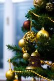 Ornamenten op Kerstboom Stock Foto