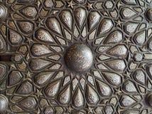 Ornamenten van de brons-plaat overladen deur, Paleis van Prins Mohammed Ali Tewfik, Kaïro, Egypte stock afbeeldingen