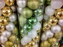 Ornamenten van Glittery de gouden en groene Kerstmis Stock Fotografie