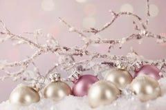Ornamenti bianchi e rosa Immagini Stock
