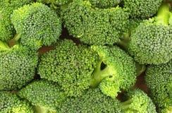 Ornamenti del broccolo sulla scheda di taglio Fotografia Stock Libera da Diritti