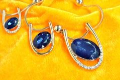 Ornamenti dell'oro dei gioielli dello zaffiro Fotografia Stock Libera da Diritti