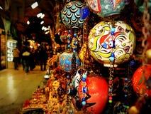 Ornamenti delle sfere nel bazar di Costantinopoli Fotografia Stock
