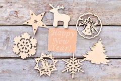 Ornamenti di legno del nuovo anno, vista superiore Immagine Stock