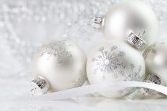 Ornamenti di natale bianco Immagini Stock Libere da Diritti