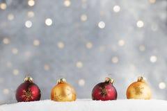 Ornamenti di Natale dell'oro e di Borgogna Fotografia Stock