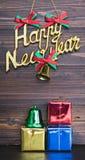 Ornamenti di Natale e del buon anno su fondo di legno Immagini Stock Libere da Diritti