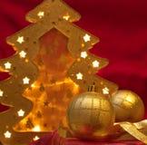 Ornamenti di natale su colore rosso Fotografia Stock