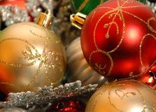 Ornamenti di natale su priorità bassa bianca Immagini Stock