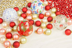 Ornamenti di Natale su seta Fotografie Stock Libere da Diritti