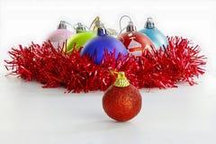 Ornamenti di Natale sul bianco Immagine Stock Libera da Diritti