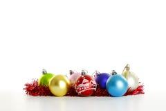 Ornamenti di Natale sul bianco Immagine Stock