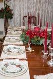Ornamenti di Natale sul tavolo da pranzo Immagini Stock