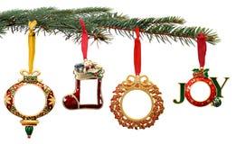 Ornamenti dipinti a mano di natale che appendono su un albero Immagine Stock Libera da Diritti