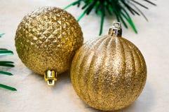 Ornamenti dorati di Natale di scintillio Immagine Stock
