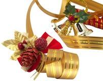 Ornamenti e nastro di natale Immagini Stock