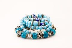 Ornamenti femminili, braccialetti Immagine Stock