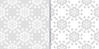 Ornamenti floreali grigio chiaro Insieme dei reticoli senza giunte royalty illustrazione gratis