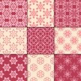 Ornamenti floreali rosso ciliegia e beige Accumulazione dei reticoli senza giunte Immagini Stock