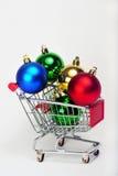 Ornamenti in un carrello di acquisto Immagine Stock