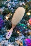 Ornamenti variopinti decorati su un albero di Natale Fotografia Stock