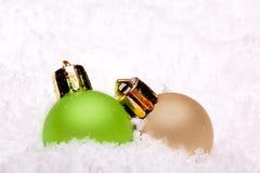 Ornamenti verdi e dorati della sfera di natale Fotografia Stock Libera da Diritti