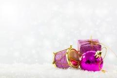 Ornamenti viola di natale Immagini Stock