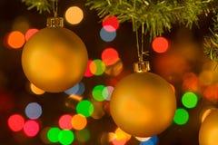 Ornamento amarelos dourados do Natal imagem de stock