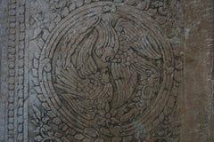 Ornamento antigo do pássaro no círculo em Angkor Wat fotos de stock royalty free