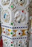 Ornamento asiático do mosaico na coluna do templo fotografia de stock royalty free