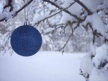 Ornamento azul do Natal Fotografia de Stock
