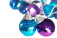 Ornamento azul e roxo DOF raso do Natal fotografia de stock royalty free