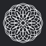 Ornamento in bianco e nero della siluetta del modello floreale della mandala Progettazione e fondo dell'elemento royalty illustrazione gratis