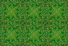 Ornamento céltico de oro con los triskels y los tréboles de cuatro hojas en el fondo verde, modelo inconsútil del vector stock de ilustración