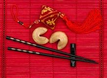 Ornamento chino del Año Nuevo de la estera de bambú roja negra de los palillos Fotografía de archivo