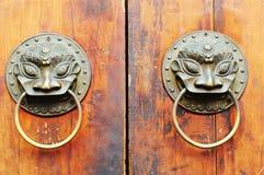 Ornamento chino viejo de la puerta Foto de archivo