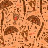 Ornamento colorido de Egipto con los elementos y los jeroglíficos de las siluetas de la cultura egipcia antigua Imagen de archivo libre de regalías