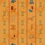 Ornamento colorido de Egito com hieróglifos egípcios antigos no fundo de papel envelhecido, ilustração stock