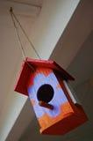 Ornamento colorido de la casa del pájaro del juguete Fotografía de archivo libre de regalías