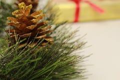 Ornamento da árvore de Natal da bolota do falso imagem de stock royalty free